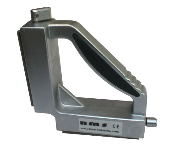 Magnetic tool